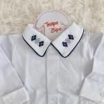 body camisa gola com bordado marinho com cinza losangulo