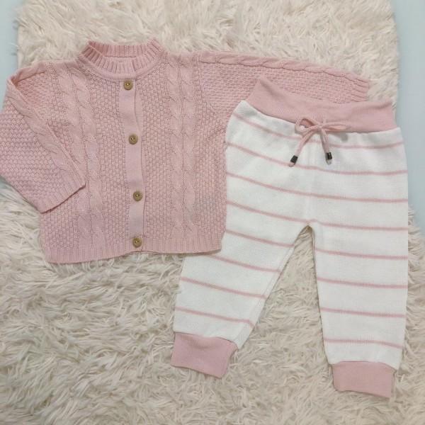 Conjunto de linha casaco rosa e calça branca com listra rosa