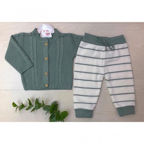 Conjunto de linha casaco verde com calca brancavcom listras verdes
